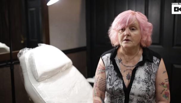 59-летняя женщина сделала 20 татуировок вчесть Моуринью