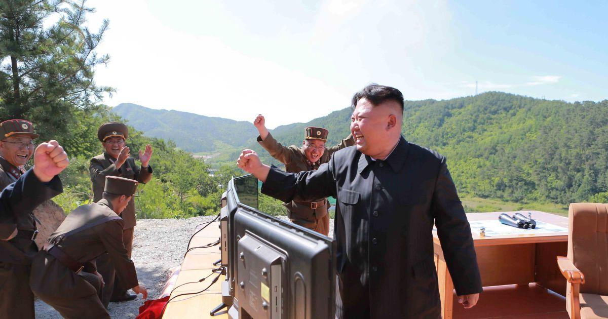 Как Ким Чен Ын наблюдал за запуском баллистической ракеты КНДР 751ba5e9535