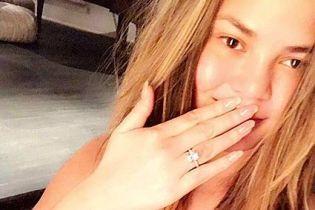В купальнике и с ярким цветом волос: Крисси Тейген поделилась новыми снимками