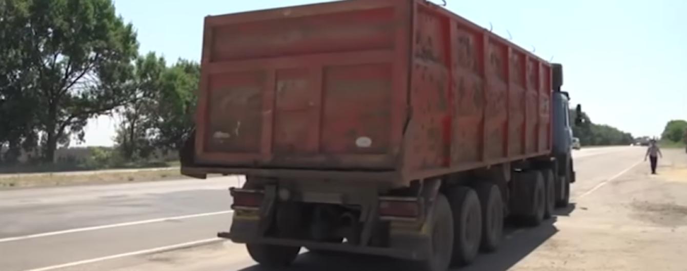 Журналисты рассказали, кто уничтожает украинские дороги