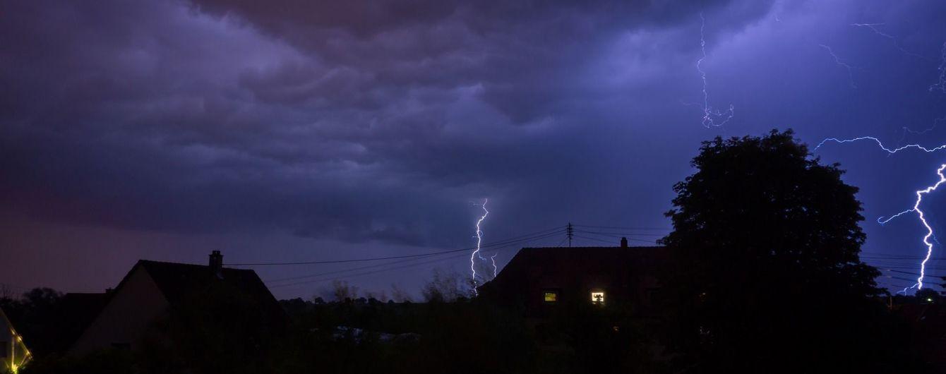 Синоптики объявили штормовое предупреждение в трех областях Украины
