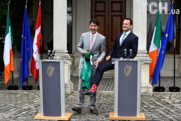 Ірландський прем'єр-гей одягнув для Трюдо «канадські» шкарпетки