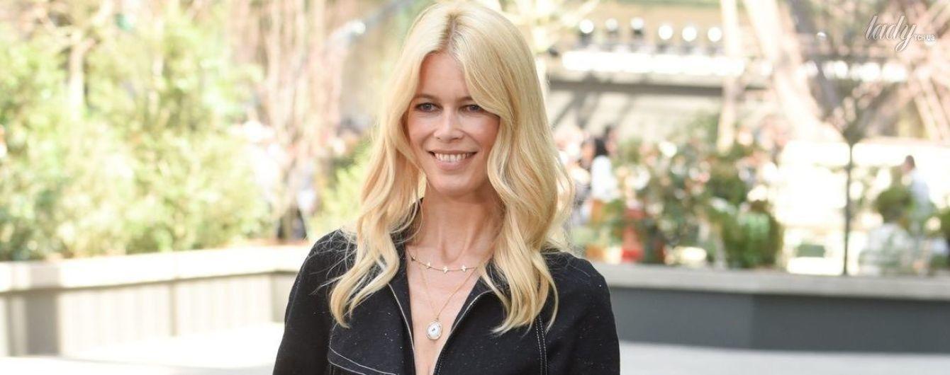 Все еще ого-го: красивая Клаудия Шиффер сходила на показ Chanel