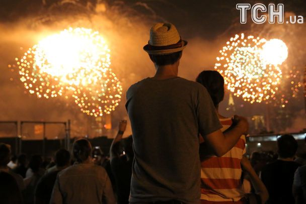 Невероятной красоты фейерверки и фестивали хот-догов. Как в США праздновали День независимости