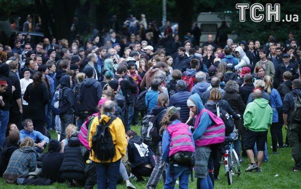 Перед саммитом G20 в Германии полиция водометами разгоняла протестующих