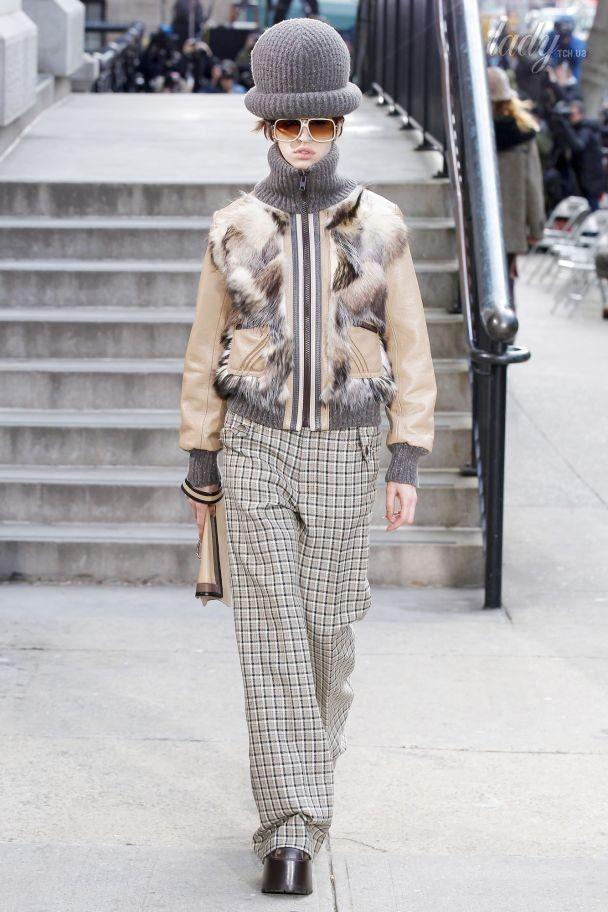 Смешные шляпы и короткие пальто в коллекции Marc Jacobs прет-а-порте сезона осень-зима 2017-2018
