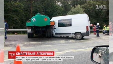 На трассе Киев-Чоп бензовоз столкнулся с микроавтобусом