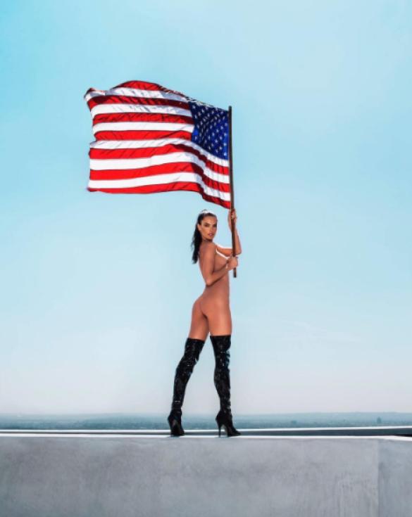 Звезды отпраздновали День независимости США_10