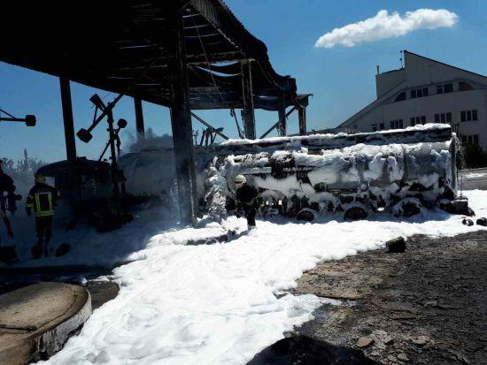У ДСНС розповіли подробиці пожежі на нафтобазі під Одесою