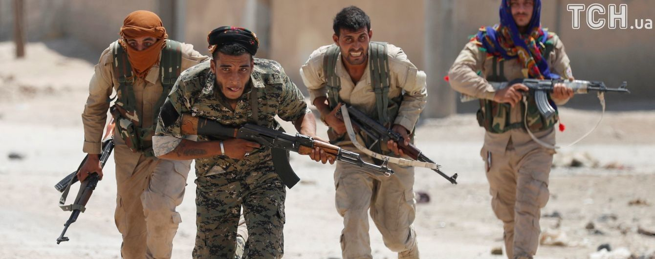 """""""Демократические силы Сирии"""" впервые пробились к старому города Ракки и оставили пробоины в стене"""