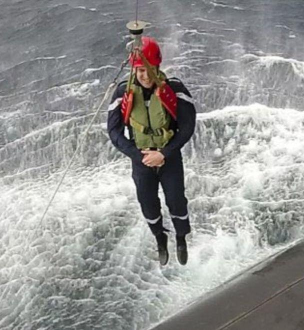 Как Джеймс Бонд. Реакция соцсетей на экстремальный спуск Макрона на подводную лодку