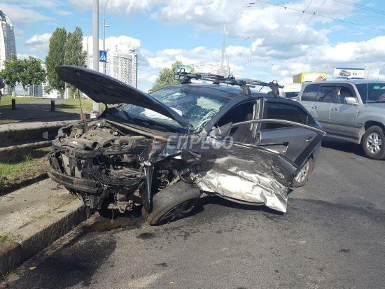 У Києві сталася масштабна ДТП за участю чотирьох авто, є постраждалі
