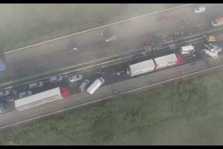 40 авто, три десятка пострадавших: в Болгарии произошла чудовищная авария