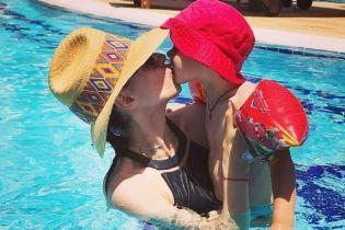 В купальнике и соломенной шляпе: Маша Ефросинина на отдыхе
