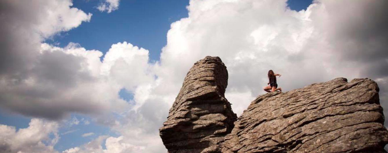 Руслана посреди ночи будет вести онлайн-трансляцию с гор, где будет искать цветок папоротника