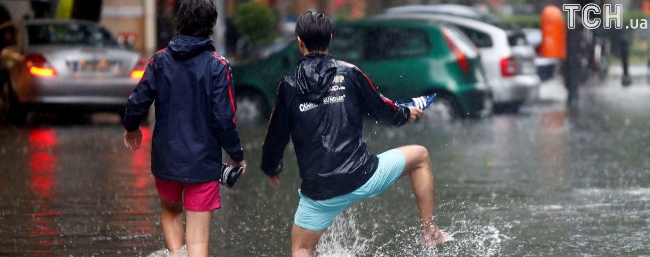 Від України до Японії. Потужні зливи та смерчі вирують в світі через аномальні зміни клімату