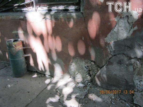 Життя серед фекалій та щурів. Херсонці розповіли, як понад 10 років виживають в аварійному будинку