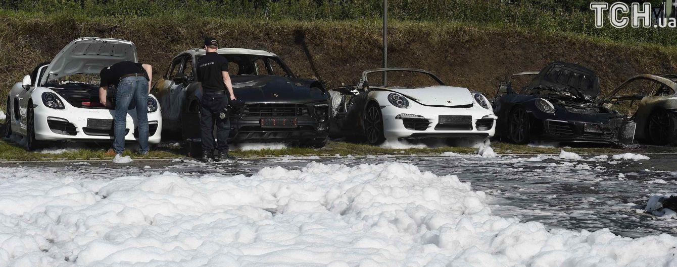 В Гамбурге сгорели 8 новых автомобилей марки Porsche