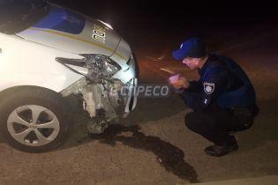 У Києві чоловік на викраденому джипі протаранив авто поліції під час погоні