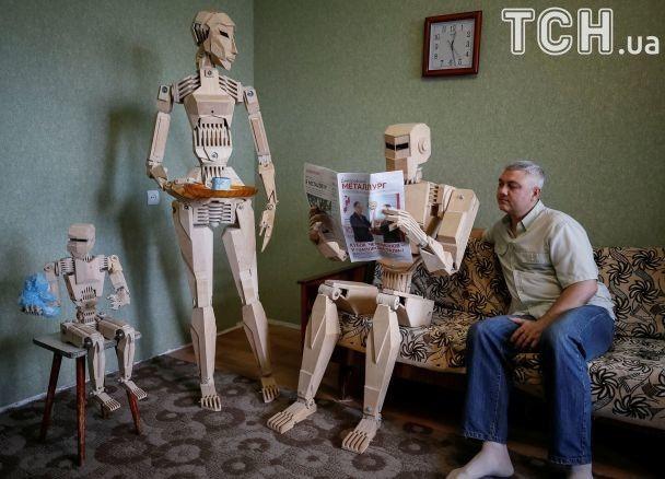 Reuters обнародовало фото деревянных роботов запорожского конструктора