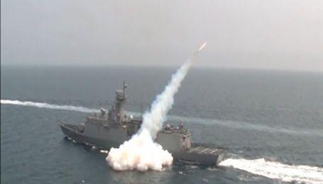 Северная Корея в прямом эфире провела военную тренировку