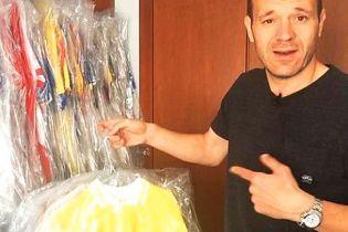 Гравець збірної Андорри зібрав неймовірну колекцію невипраних футболок суперників