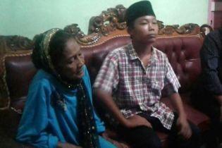 В Індонезії через погрози подвійного самогубства дозволили одружитися підлітку та 73-річній жінці