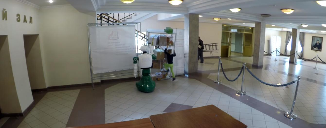 В России робот спас ребенка, на которого едва не рухнул шкаф