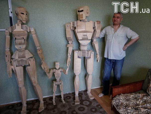 Reuters оприлюднило фото дерев'яних роботів запоріжського конструктора