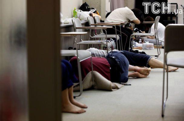 Заблоковані в домівках люди та знищені оселі: Японію атакувала потужна негода