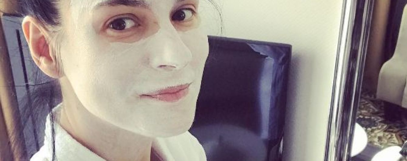 В маске и с маникюром: Маша Ефросинина показала новые фото из отпуска