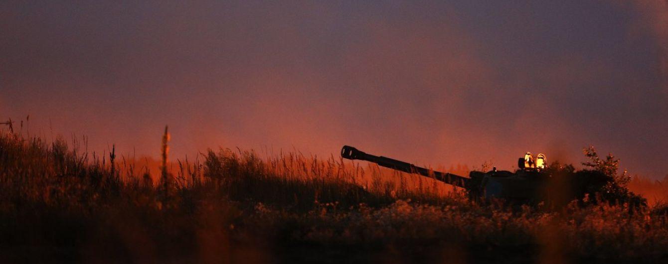 Во время обстрела боевиков из гранатометов был ранен боец АТО. Сутки на Донбассе