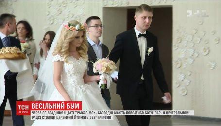 Сьомого липня у місцях реєстрації шлюбу очікують на весільний бум