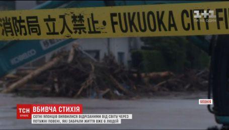 Розмиті шляхи та затоплені будинки: південь Японії страждає від потужної повені