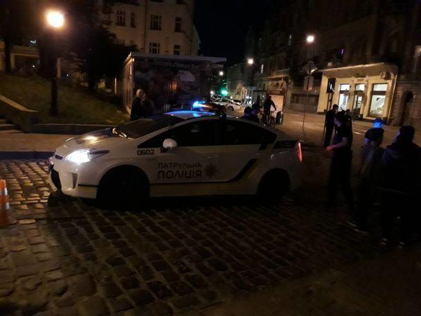 У Львові патрульні збили на пішохідному переході дівчину