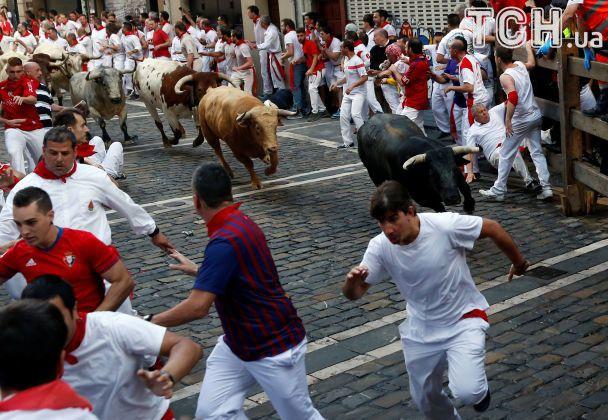 Рога и копыта. В Испании прошел ежегодный забег с быками: есть пострадавшие