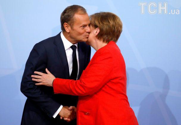 """Обійми, погляди й поцілунки. До Гамбурга злетілися представники """"Великої двадцятки"""""""