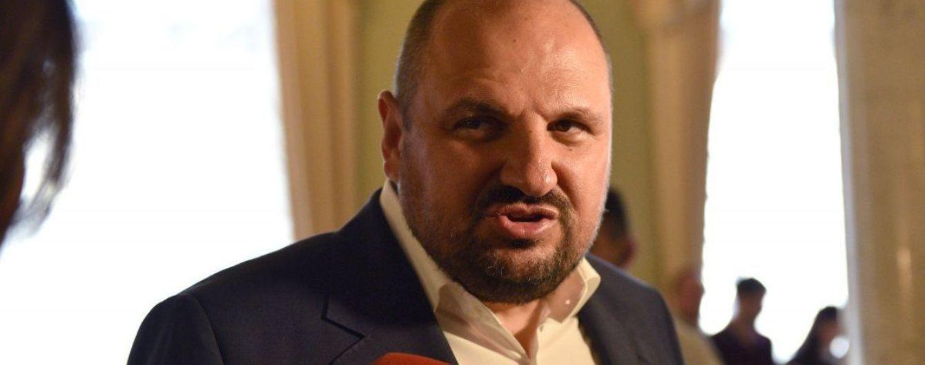 Под Радой активисты требуют снять неприкосновенность с шести депутатов