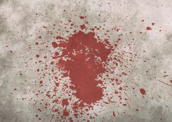 У Києві невідомі кинули камінь у автобус: серйозно постраждала дівчина