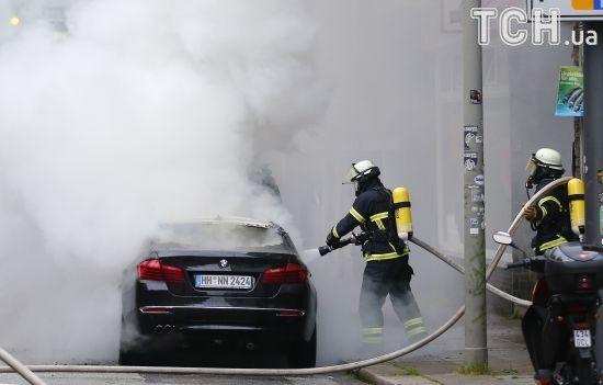 Вулиці у вогні та стовпи диму над містом. Найвидовишніші відео протестів у Гамбурзі