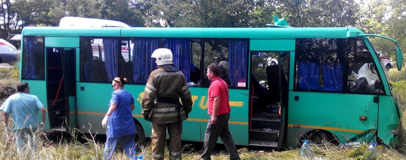 На Дніпропетровщині смертельну ДТП влаштували пасажирський автобус та вантажівка