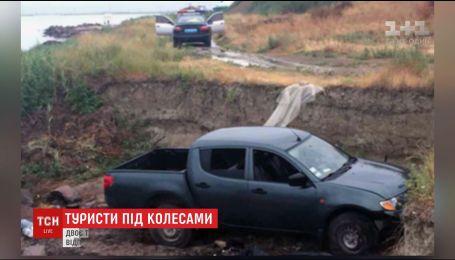 У Генічеську нетверезий водій в'їхав у намет туристів, загинуло подружжя