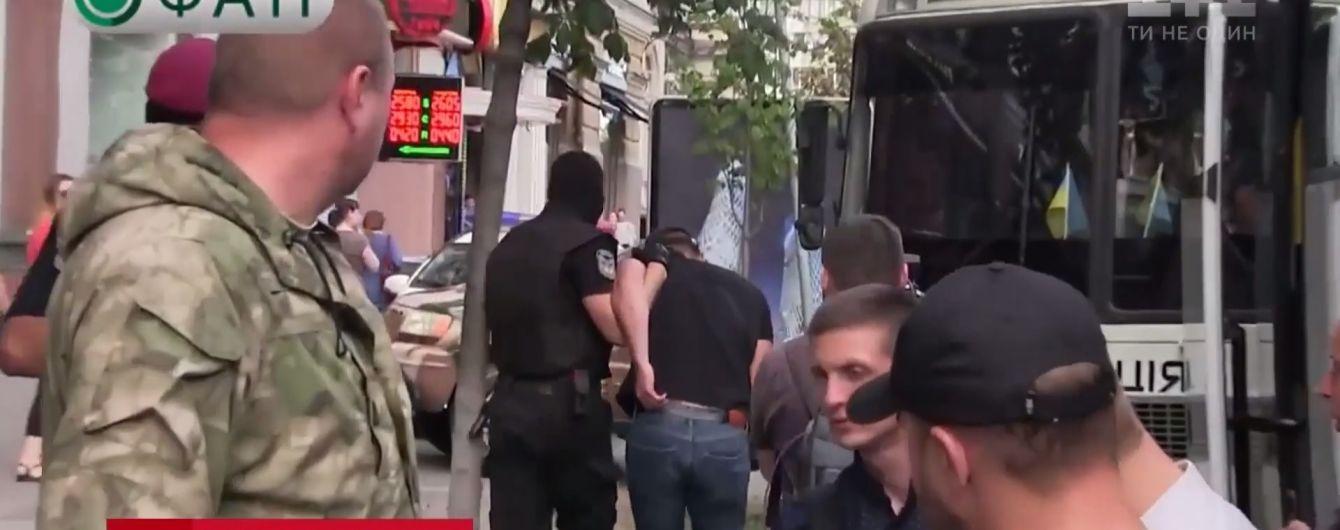 В Киеве иномарка на польских номерах пыталась убежать от полиции по людному тротуару