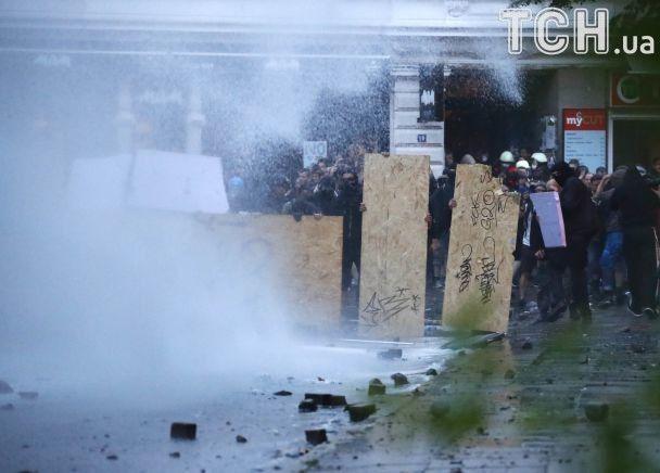 G20 у вогні: 200 потерпілих поліцейських, півсотні заарештованих і биті вікна в посольстві Монголії