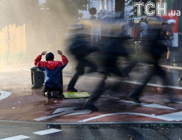 G20 в огне: 200 пострадавших полицейских, полсотни арестованных и битые окна в посольстве Монголии