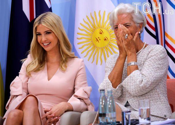 Улыбающаяся и с бантиками: Иванка Трамп принимает участие в официальных мероприятиях G20