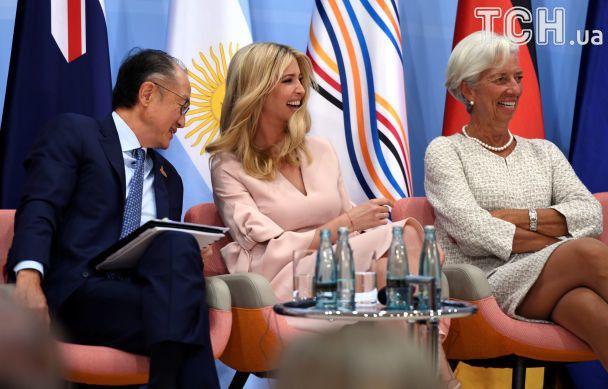 Усміхнена і з бантиками: Іванка Трамп бере участь у офіційних заходах G20