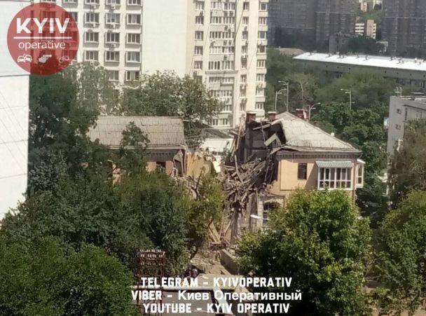 Очевидцы сообщают о мощном взрыве в Голосеевском районе столицы