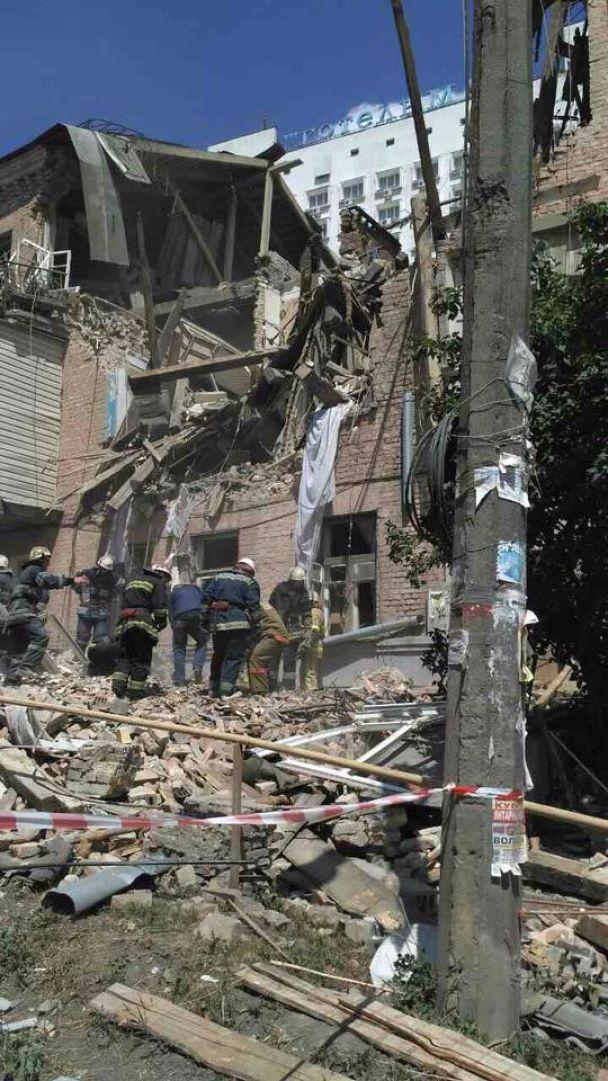 Взрыв в Киеве: в жилом доме рухнуло перекрытие, спасатели проводят эвакуацию