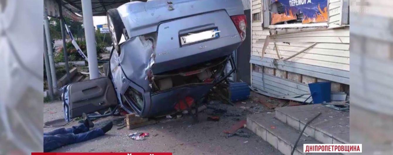 В Павлограде машина влетела в кафе: двое погибших